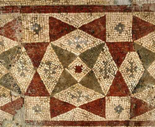 Геометрични орнаменти (детайл от мозайката покриваща пода на приемната зала - екус)