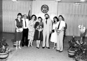 Моето трето бракосъчетание. От дясната ни страна - Бистра и Иван (родители на съпругата ми) и кумата ми Рина (добра наша приятелка); отляво - моят братовчед Ангел и една негова студентка, София, 7 август 1984 г.